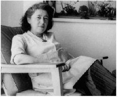 Ma mère en 1957.JPG